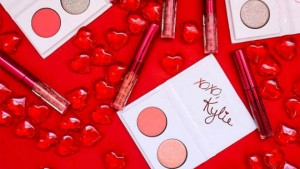 Kylie_Jenner_Kylie_Cosmetics_Valentines_Day_2017_makeup_collection4
