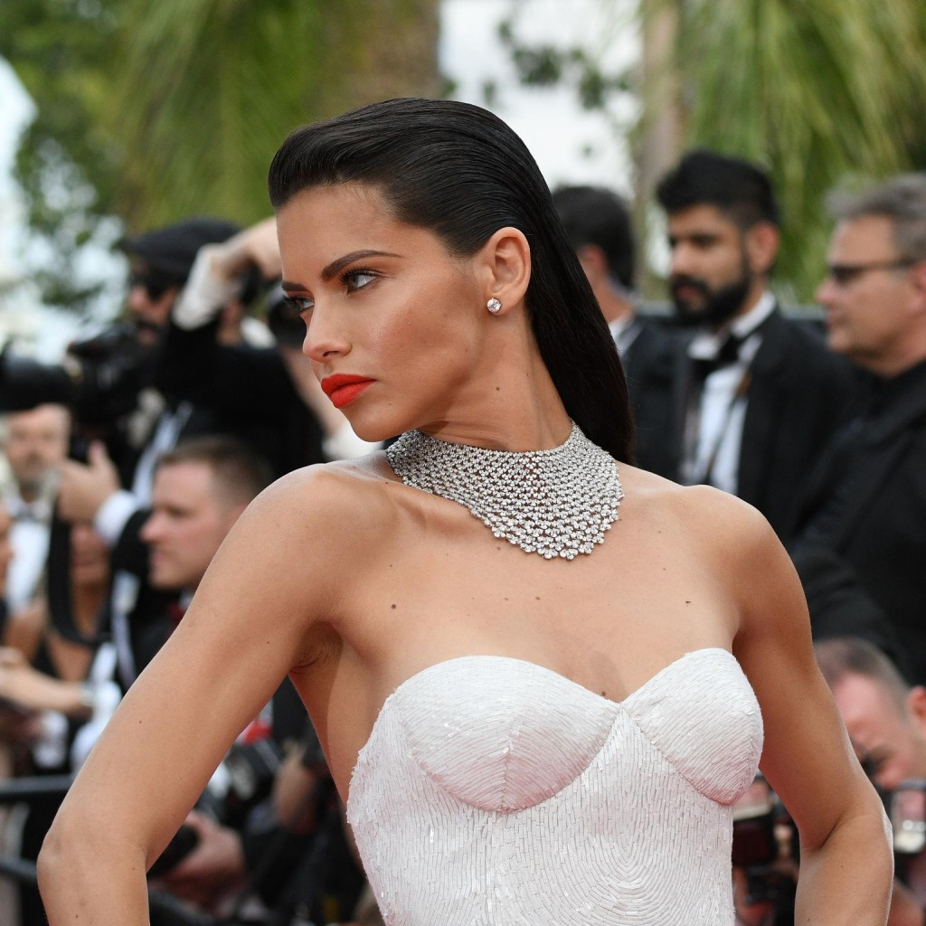 18_may_2017_adriana_lima_in_chopard_11809.png__1536x0_q75_crop-scale_subsampling-2_upscale-false
