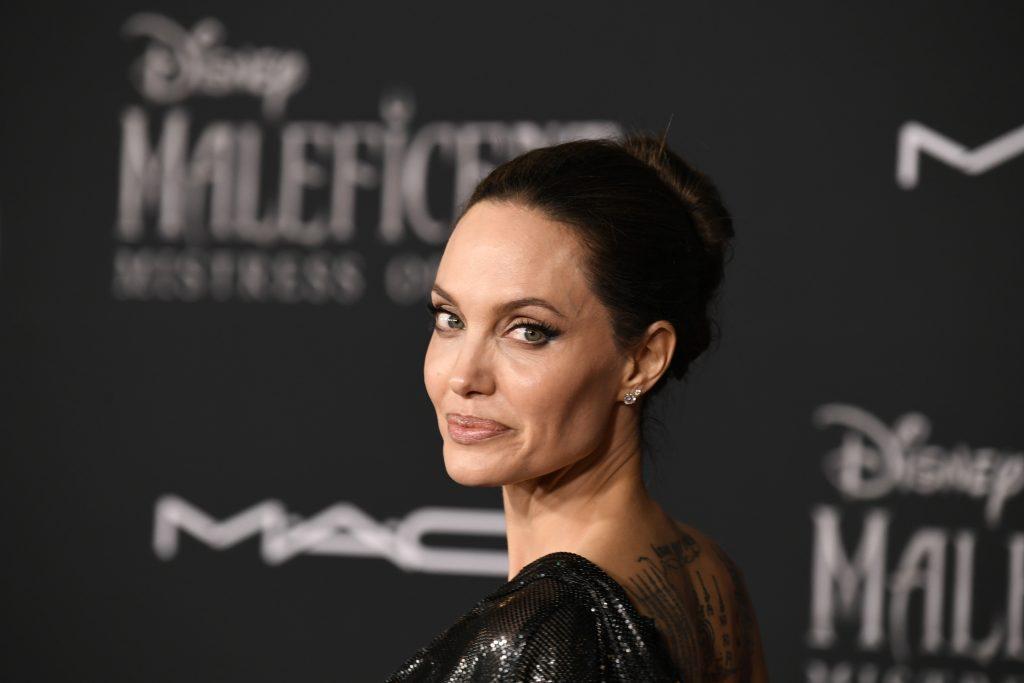 Angelina Jolie: Imala je usamljeno i traumatično djetinjstvo