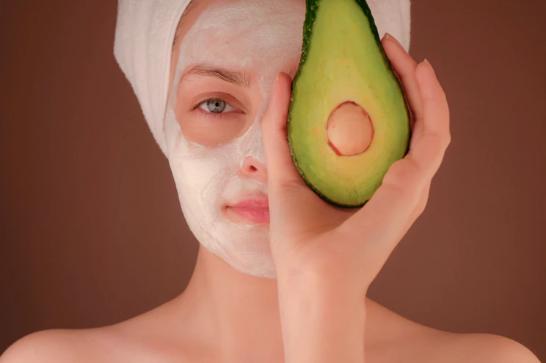 Napravite jednostavne maske od avokada za suhu kosu i kožu